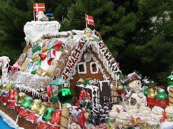 Photo: gingerbread house with snowman. Credit: Peter Kaminski; Wikimedia Commons.