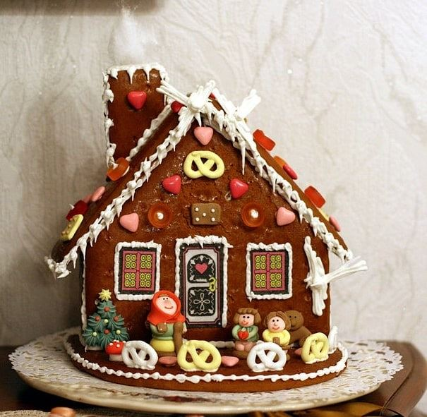 Photo: gingerbread house with candy