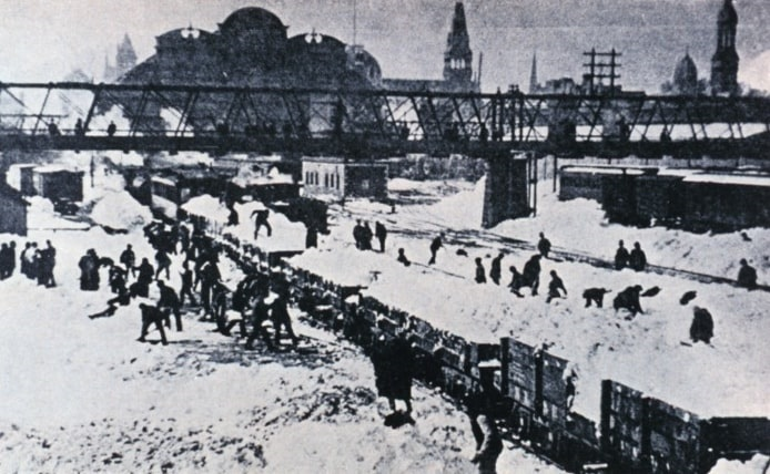 Photo: snow removal on 45th Street and Grand Central Depot, Manhattan, 12 March 1888