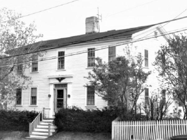 Photo: Leonard Choate's childhood home, 3 Oakland Street, Newburyport, Massachusetts. Credit: Mary Jane Stirgwolt; Historic Commission.