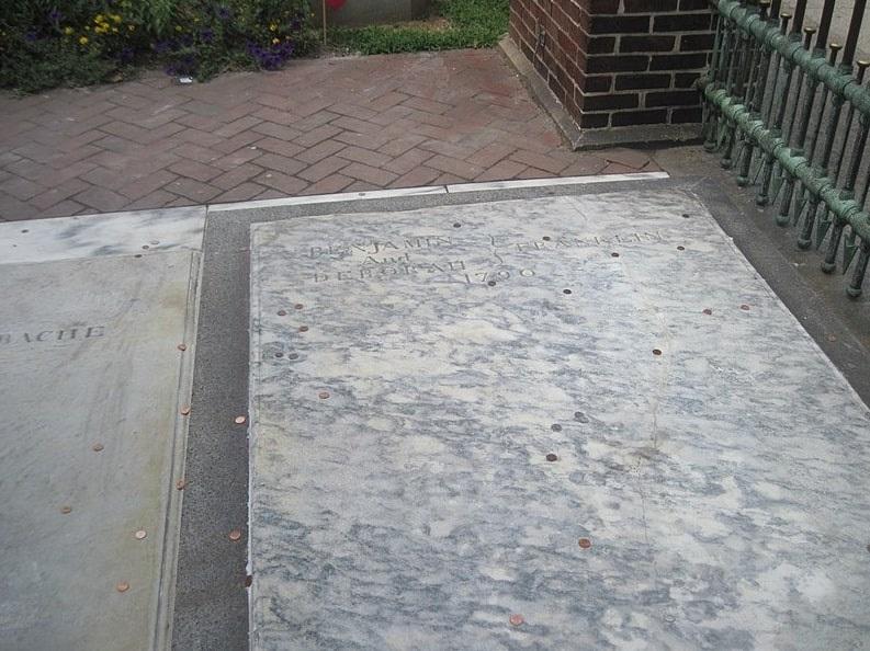 Photo: the grave of Benjamin Franklin