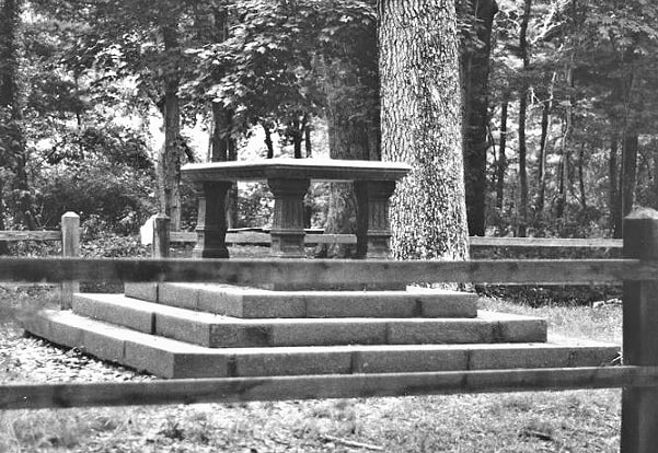 Photo: Nathaniel Sylvester monument on Shelter Island, New York. Credit: The Great Ancestral Hunt; Laura George.