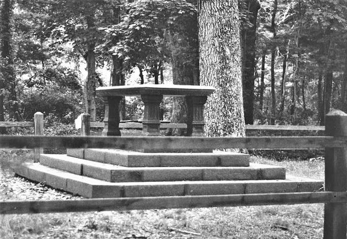 Photo: Nathaniel Sylvester monument on Shelter Island, New York