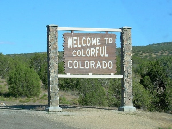 Photo: Colorado state welcome sign, along Interstate 70, entering from Utah. Credit: ErgoSum88; Wikimedia Commons.