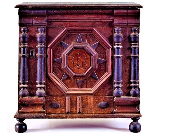 Photo: James Symonds (American, 1633-1714) valuables cabinet, 1679, made for Joseph Pope and Bathsheba Folger of Salem Village. Courtesy of the Peabody Essex Museum. Collections link: http://explore-art.pem.org/object/american-decorative-arts/138011/detail
