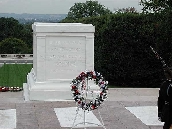 Photo: the Tomb of the Unknown Soldier located in Arlington National Cemetery, Virginia. Credit: Raul654; Wikimedia Commons.