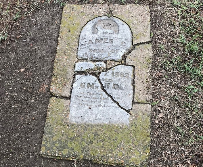 Photo: damaged gravestone in Oakwood Cemetery, Denton, Texas