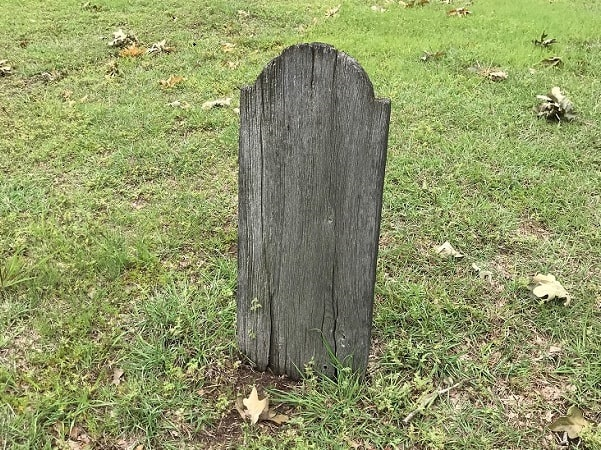 Photo: wooden grave marker in Oakwood Cemetery, Denton, Texas. Credit: Gena Philibert-Ortega.