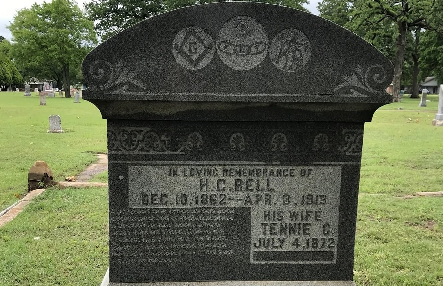 Photo: gravestone with fraternal order symbols, from Oakwood Cemetery, Denton, Texas