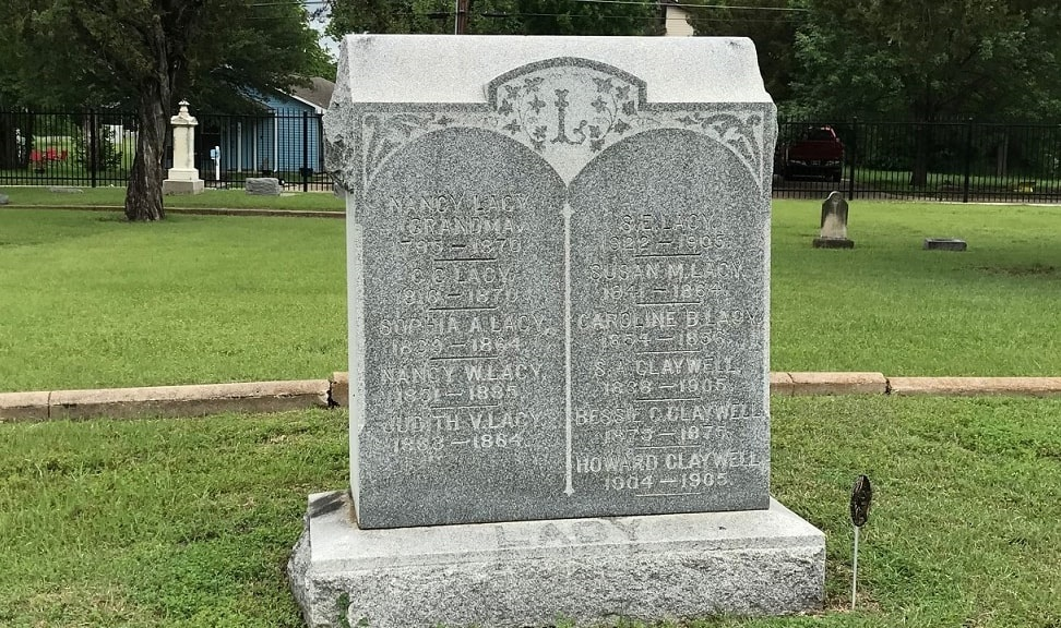 Photo: gravestone with multiple generations, from Oakwood Cemetery, Denton, Texas