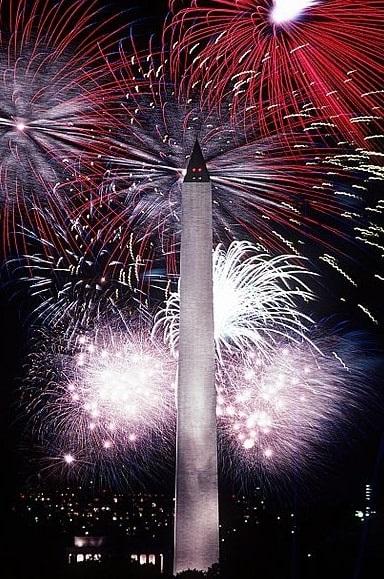 Photo: fireworks behind the Washington Monument