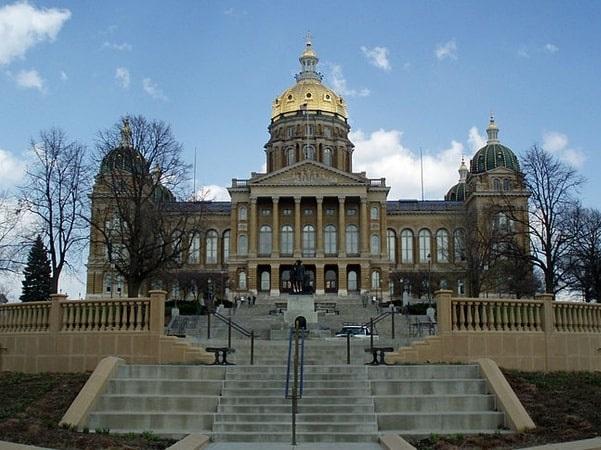 Photo: Iowa State Capitol in Des Moines, Iowa. Credit: Iqkotze; Wikimedia Commons.