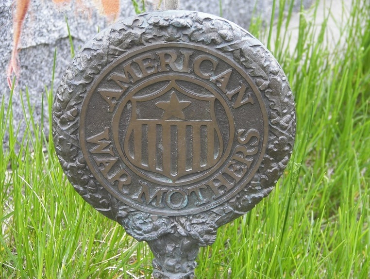 Photo: American War Mothers grave marker