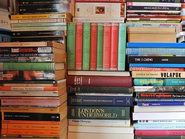 Photo: stacks of books. Credit: Heffloaf; Wikimedia Commons.