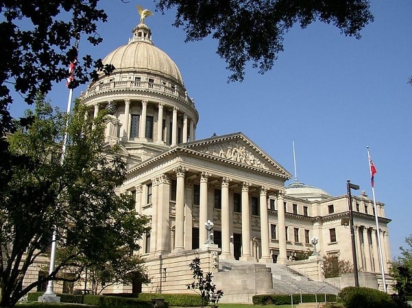 Photo: Mississippi State Capitol, Jackson, Mississippi. Credit: Chuck Kelly; Wikimedia Commons.
